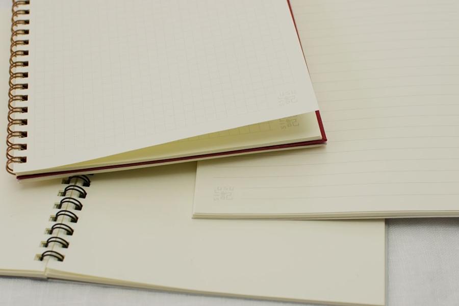 用紙は白より目にも優しい淡いクリーム色の上質紙、「淡クリームキンマリ」
